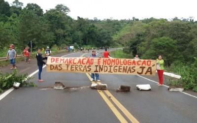 Kaingang bloqueiam rodovias no RS como parte das ações do Acampamento Terra Livre