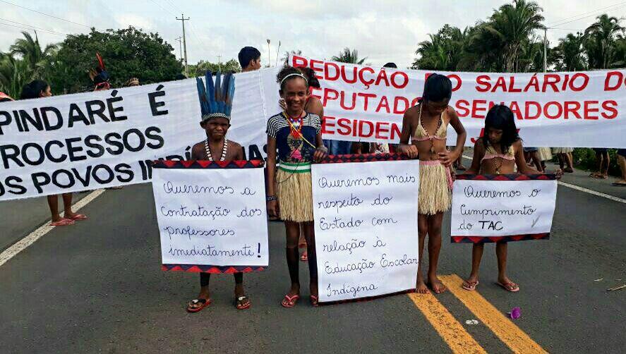 Guajajaras fueron interceptados en la ruta BR 316 en defensa de los derechos indígenas