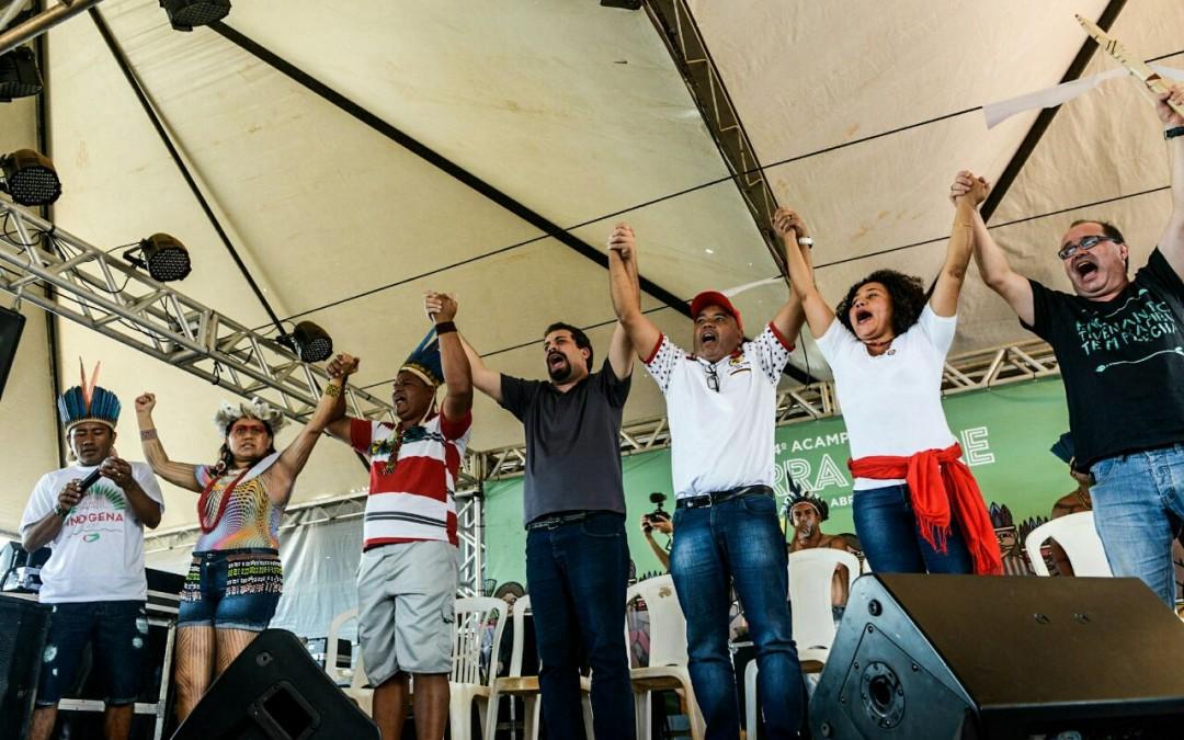 Lideranças indígenas e dos movimentos sociais firmam compromisso com a luta dos povos originários