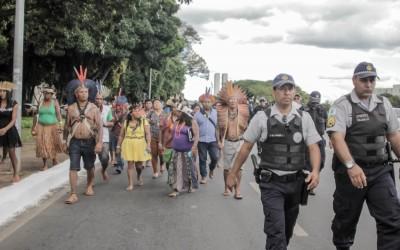 Indígenas são barrados pela Polícia Militar no Senado