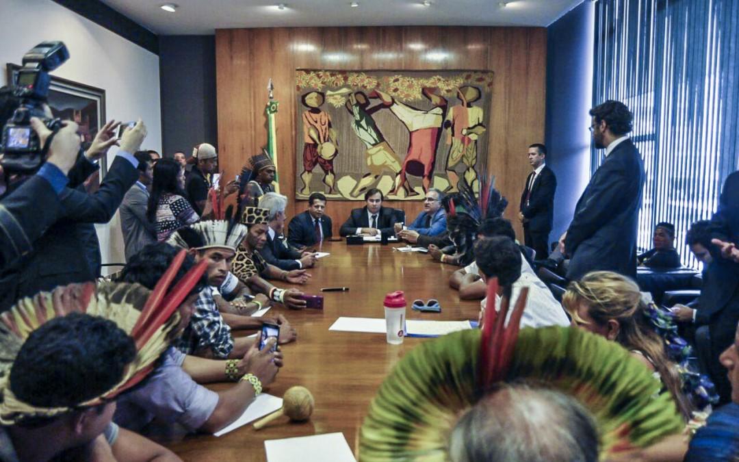Líderes indígenas buscam diálogo com presidente da Câmara