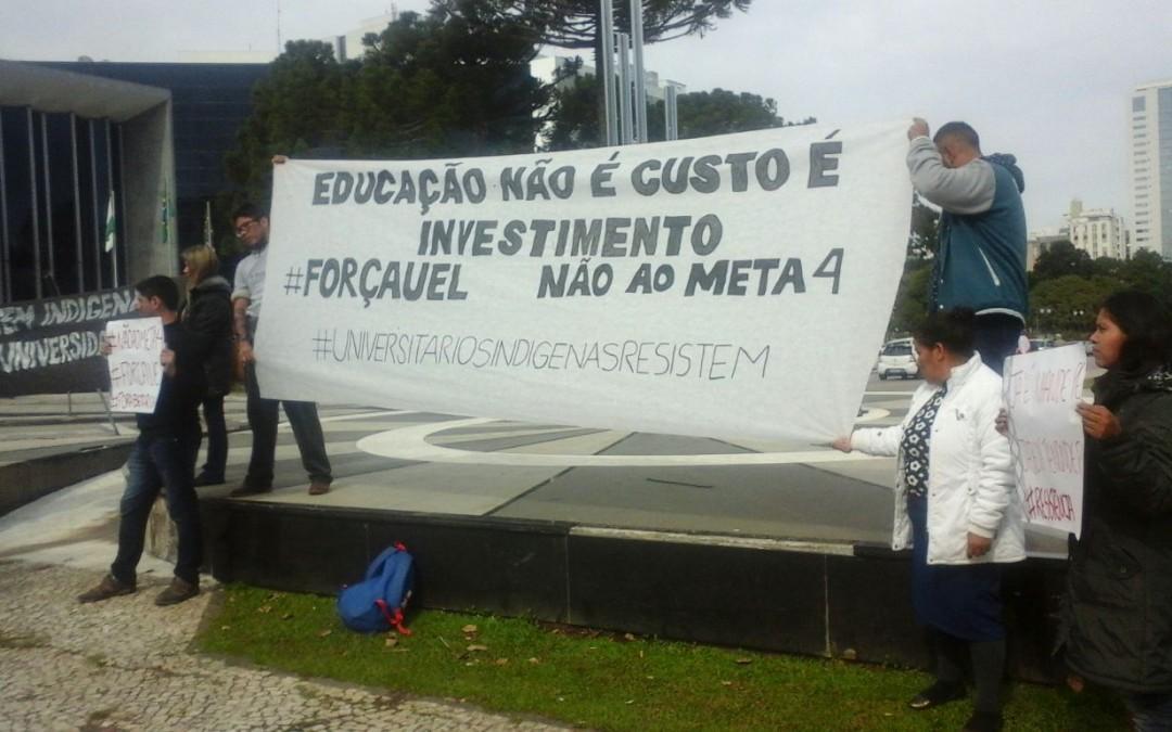 Estudantes indígenas protestam contra corte nas universidades do Paraná