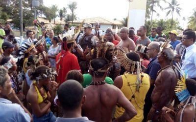 Indígenas bloqueiam trecho de rodovia pela demarcação da TI Tupinambá de Olivença