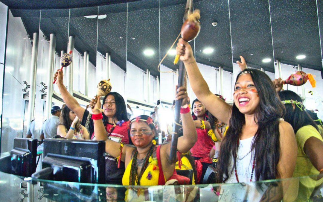 Des femmes indigènes occupent le Secrétariat Spécial à la Santé Indigène et exigent le départ de Silvia Nobre