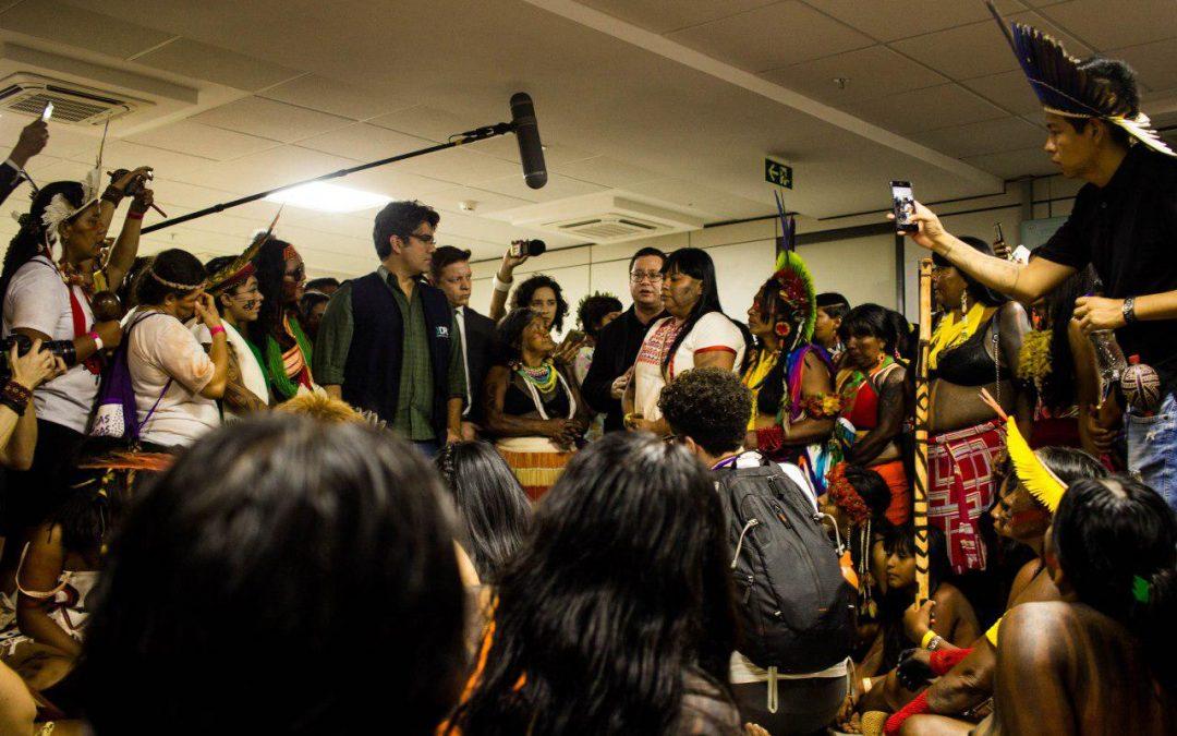 Mulheres Indígenas ocupam Sesai e pedem saída de Silvia Nobre