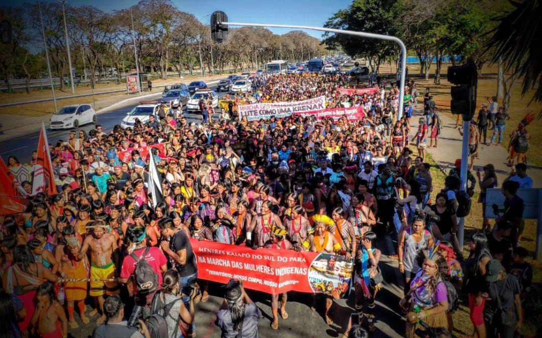 Mulheres indígenas de mais de 100 povos sairão em marcha nesta terça-feira