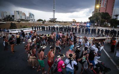 Em Brasília, povos indígenas protestam em defesa de seus direitos durante abertura da Copa América
