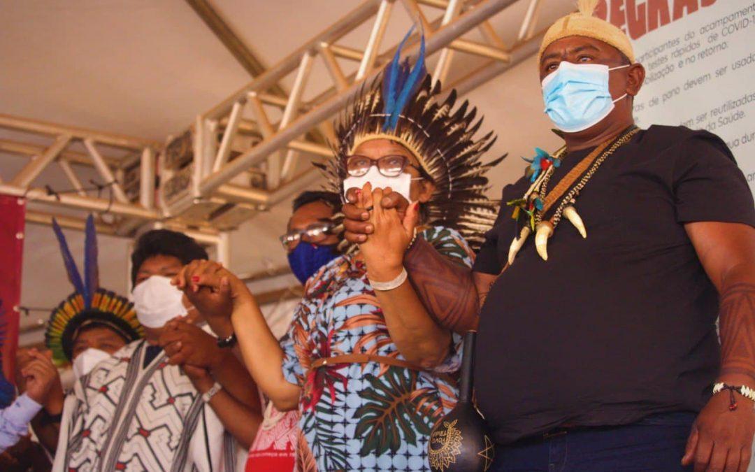 NOSSA POLÍTICA: candidaturas indígenas, políticas públicas e modelos alternativos de governo dão o tom para o quinto dia de acampamento