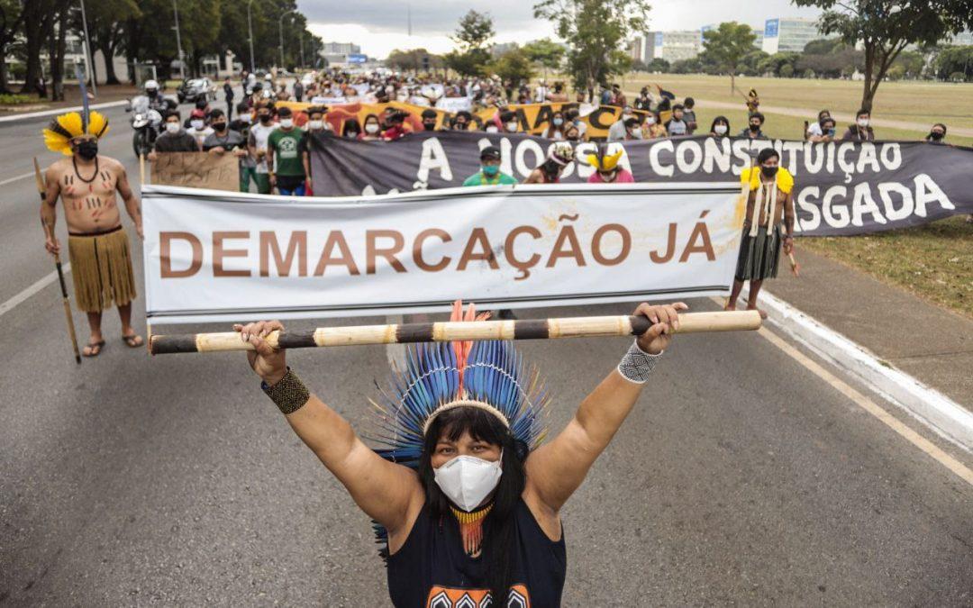 Los pueblos indígenas se dirigen a Brasilia para reclamar sus derechos y seguir el juicio que define su futuro