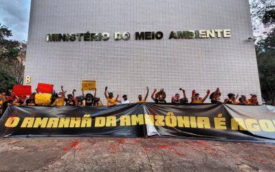 #AmazôniaÉAgora: Jovens indígenas realizam ato em frente ao MMA, em Brasília